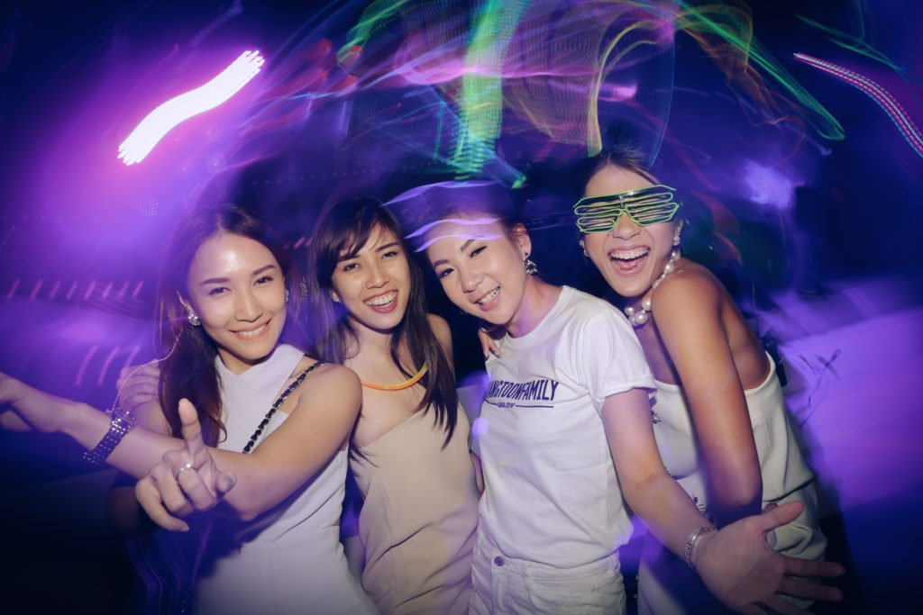 W hotel Party PrangToon_133